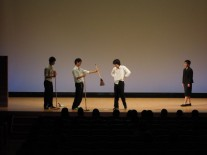 音楽ホールで演劇部熱演