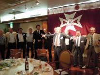 斉藤正司さんの指揮で校歌斉唱
