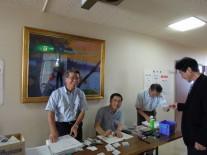 事務局を支える左から小島、森田、三次さん