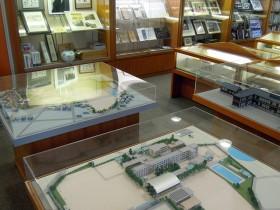 校舎の模型3体