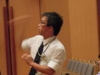 指揮を執る現顧問の高橋先生