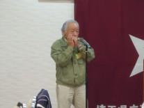 戸井田さんのハーモニカ伴奏で校歌斉唱