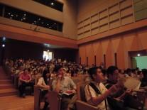 満席の音楽ホール