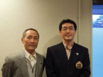 グロス1位の、(右)陶章司さんと2位柴崎道雄さん
