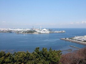 野島公園展望台より八景島を望む