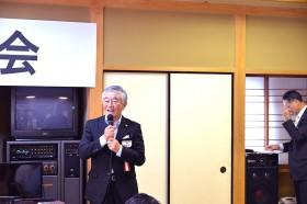 懇親会で挨拶される今井会長