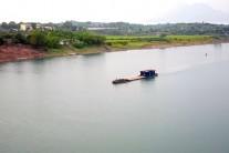 【写真2】ホン河の悠久の流れ