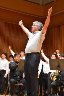 岩本会長による校歌の指揮&エール