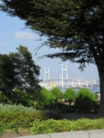 1. 港の見える丘公園からベイブリッジを望む