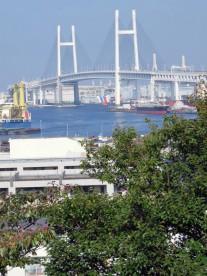 3. 港の見える丘公園からベイブリッジを望む