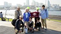 12. 大桟橋で記念撮影するA3班