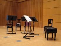 静かに演奏者を待つステージ