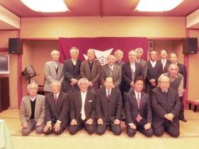 今井会長、三ツ林議員を囲んで記念撮影
