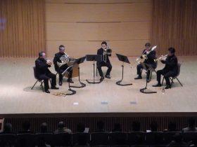 演奏中のN響金管五重奏団