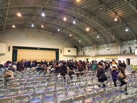 会場の春高体育館には、この用意した席が満席になり、立ち見が出るほどのお客さまのご来場でした。