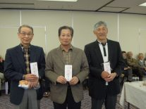 右からベスグロ2位の山村さん1位の長塩さん3位の斎藤さん