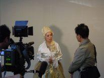 テレ玉テレビのインタビューを受ける家田さん