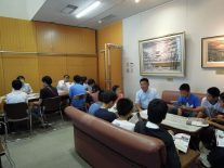 同窓会室で中学生受験相談