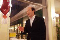 いつもニコニコの尾崎会長
