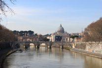 サンタンジェロ橋からバチカン市国を望む