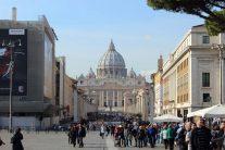 ピア広場から見るサンピエトロ寺院