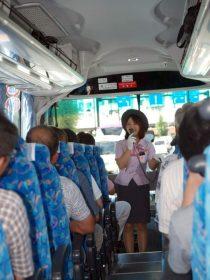 このバスガイドさん、ヲヤヂ対応がまさにプロ