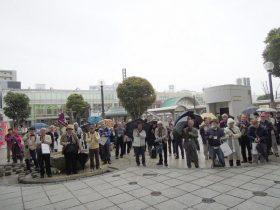 草加駅前広場に集合、開会式