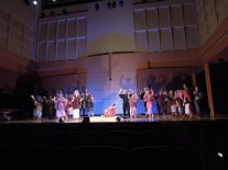 江戸時代を思わせる舞台演出