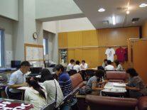 同窓会室にて中学生のための受験相談