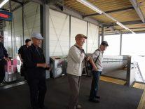 参加者が愛宕駅に到着