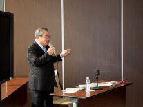 教育について熱く語る岩瀨正司氏