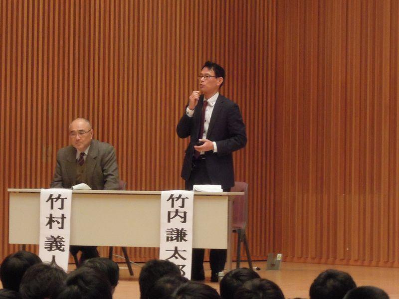 左から司会の竹村さんと竹内さん