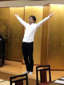 田上淳さん(高37回)の校歌リード