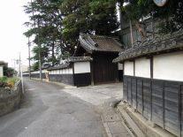 牛村病院(秋間家)の見事な門構えと塀