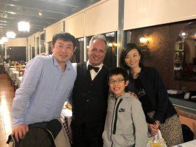 オーシャンガーデンホテルでお世話になったエマニュエル・コスタ氏と川村さん一家
